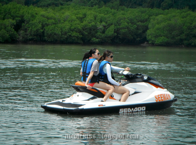 amanda and i on jetski steering