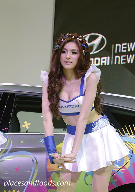 bangkok international motorshow hyundai girl bend