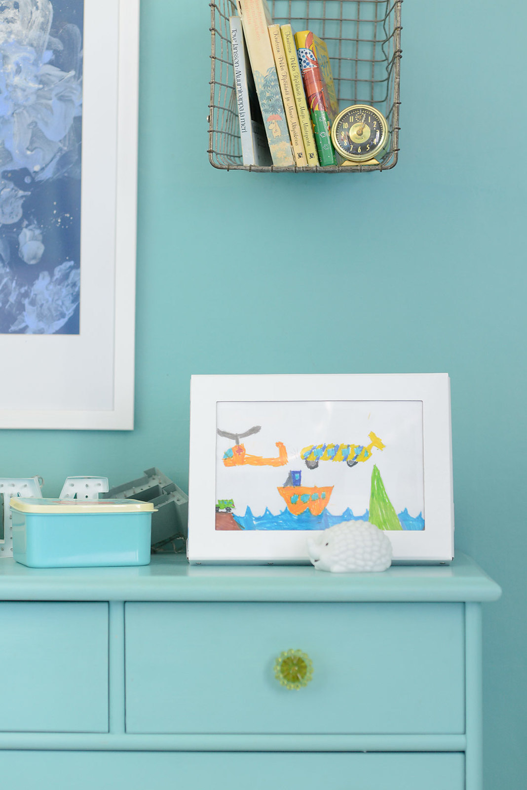 Great way to store and display kids' drawings