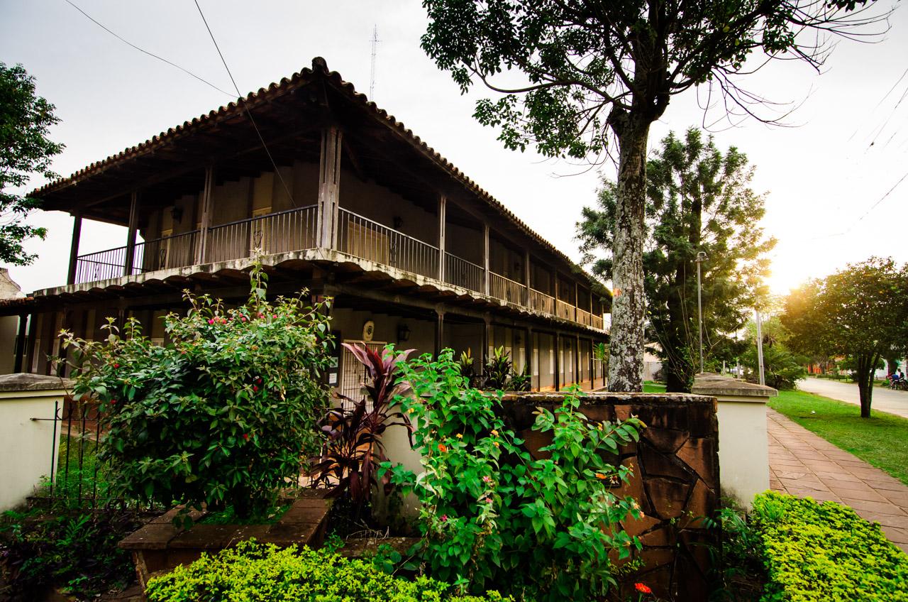 La casa diocesana en una esquina de la plaza Mariscal Estigarribia de la ciudad de San Juan, departamento de Misiones. (Elton Núñez)