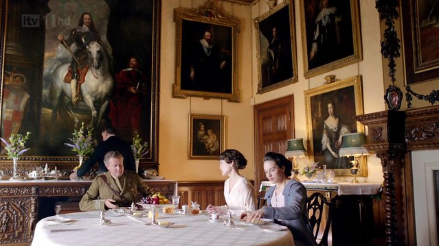 DowntonAbbeyS02E01_diningroom