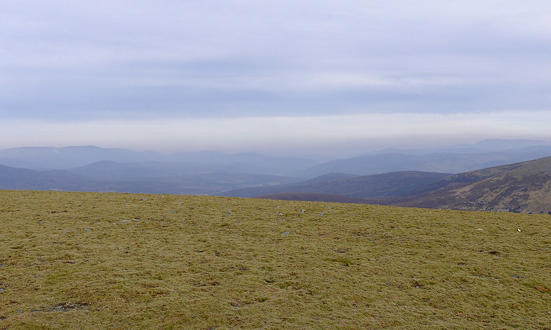 Looking east from Carn an Fhidhleir