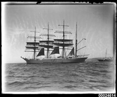 MAGDALENE VINNEN departing Sydney with pilot boat ASTERN, 29 March 1933