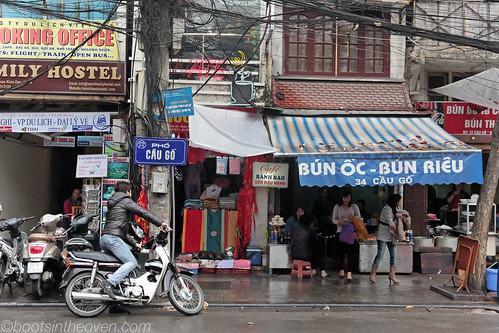 Front of a bun oc/bun rieu place