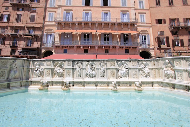 Siena Piazza del Campo fountain