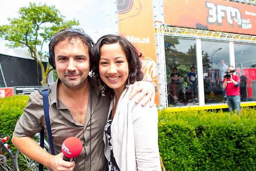 Populaire Gerard op de foto met een fan