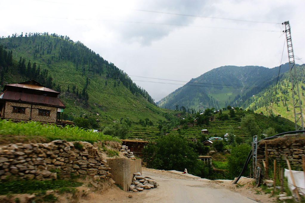 """MJC Summer 2012 Excursion to Neelum Valley with the great """"LIBRA"""" and Co - 7635545994 dcb311a086 b"""
