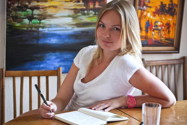Вика, прилежная ученица на Кукинг Клабе :)
