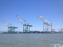 crane vessel (floating)(0.0), vehicle(0.0), freight transport(0.0), drilling rig(0.0), jackup rig(0.0), mast(0.0), wind(0.0), port(1.0), machine(1.0), construction equipment(1.0), oil field(1.0),