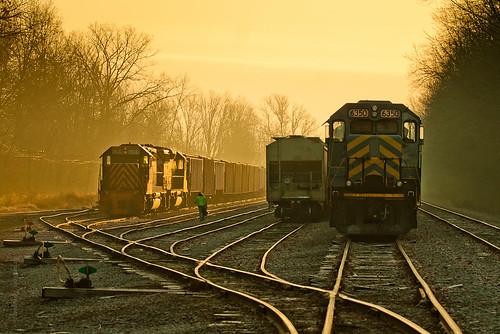 railroad train sunrise railway trains railfan goldenhour glint wle wheelingandlakeerie