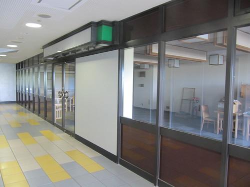 京都競馬場の閉鎖された食堂