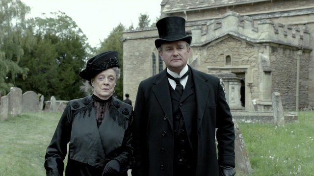 DowntonAbbeyS02E08_funeral_VioletRobert