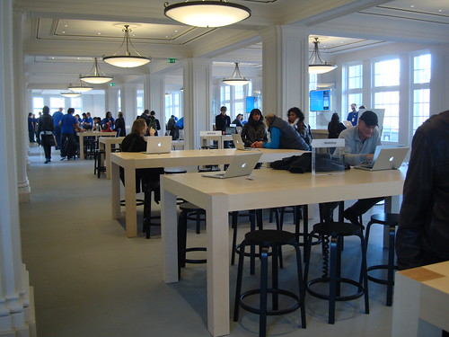 Apple Store Leidseplein by Jonathan Marks