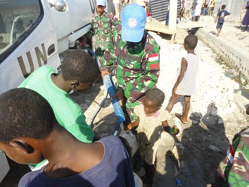 Pemberian Bantuan Air Bersih Di Gonaives