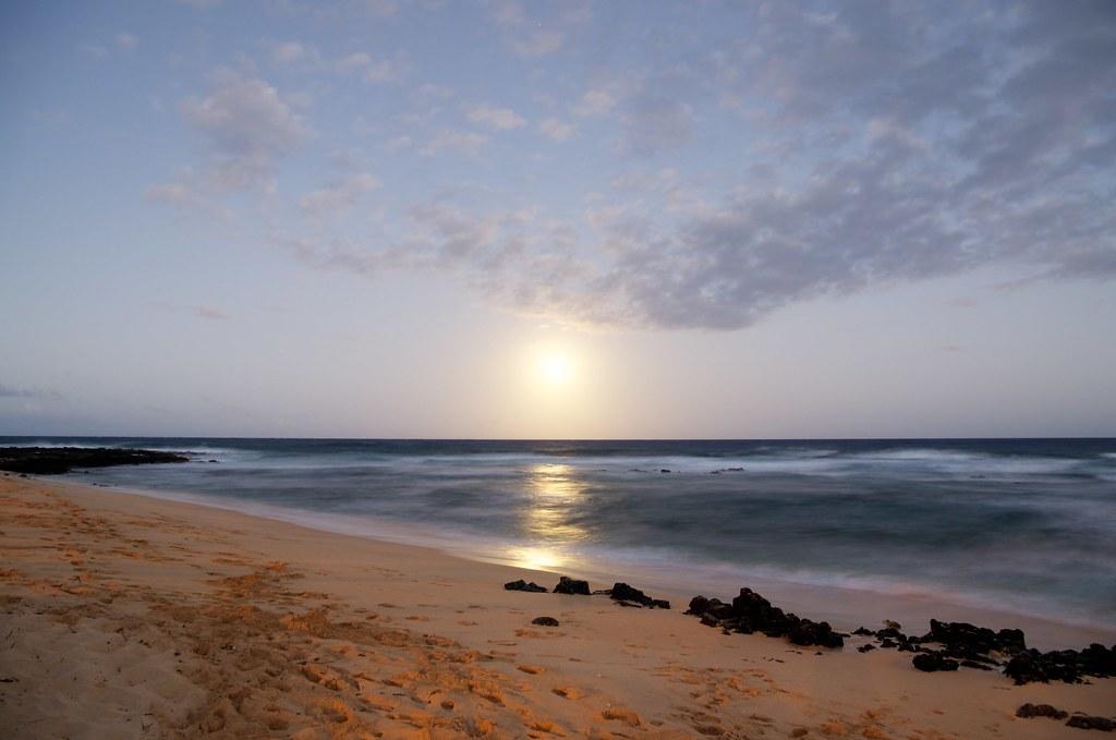 超級月亮的月出(夏威夷)