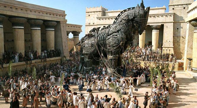 Cuanta gente iba dentro del caballo de Troya?