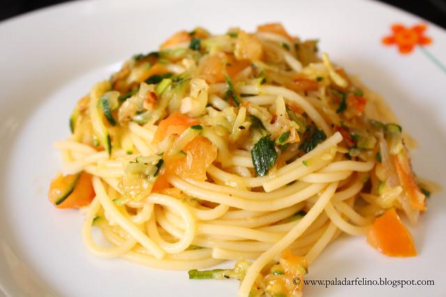 Capellini con calabacin y tomates