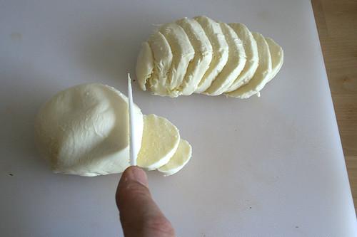 35 - Mozzarella schneiden / Cut mozzarella