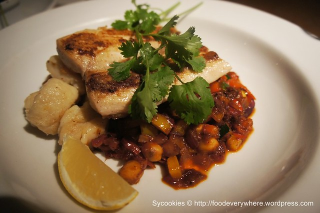 4.pan fried red snapper with Harissa spiced stewed chick peas, zucchini and red pepper 32.90 (1)
