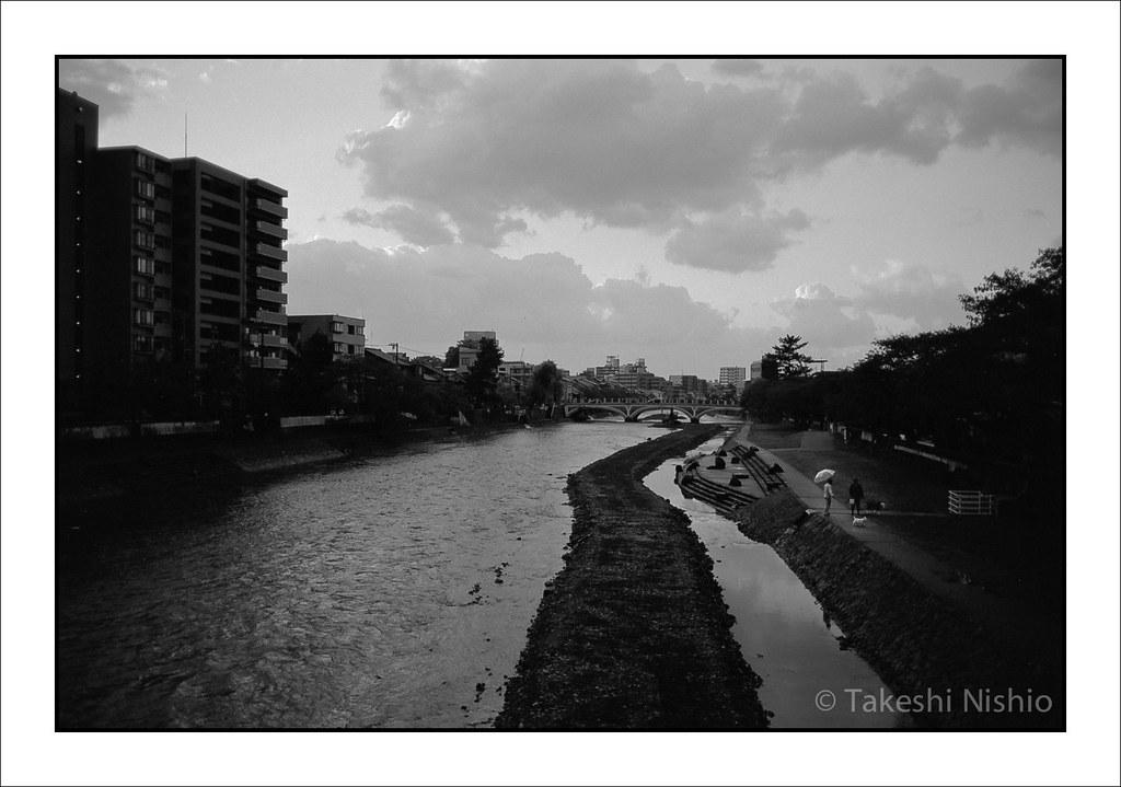 梅の橋から見る、雨上がりの浅野川 / After rain, Unemohashi bridge, Asanogawa