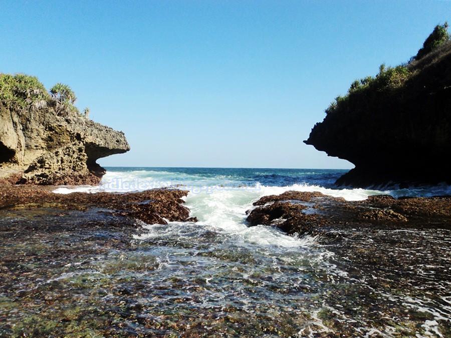 Pantai Sedahan Wediombo