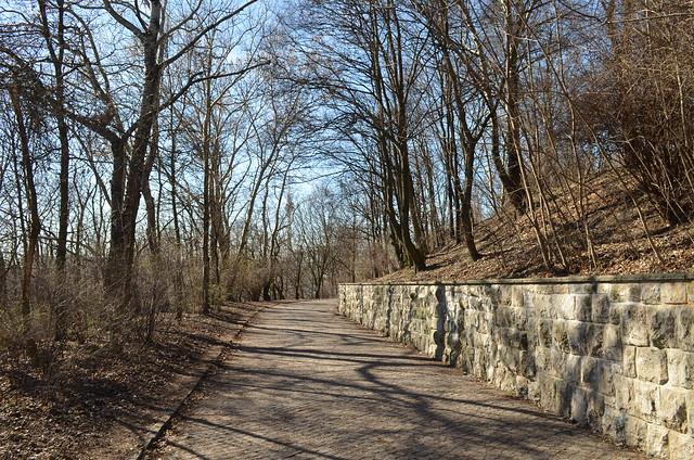 Volkspark Friedrichshain Berlin_park path