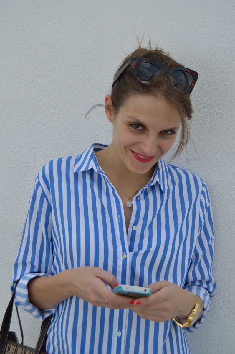 lara-vazquez-madlula-blog-fashion-trends-look-blue-easy-chic