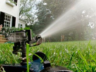 Sistemas de riego para el jard n o c sped arkigrafico for Sistema de riego por aspersion para jardin