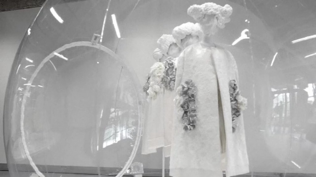 COMME des GARÇONS White Drama 2012