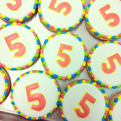 Fifth birthday cookies favors