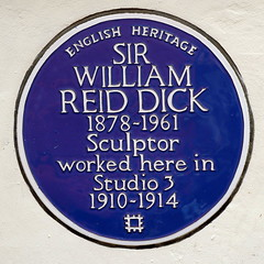 Photo of William Reid Dick blue plaque