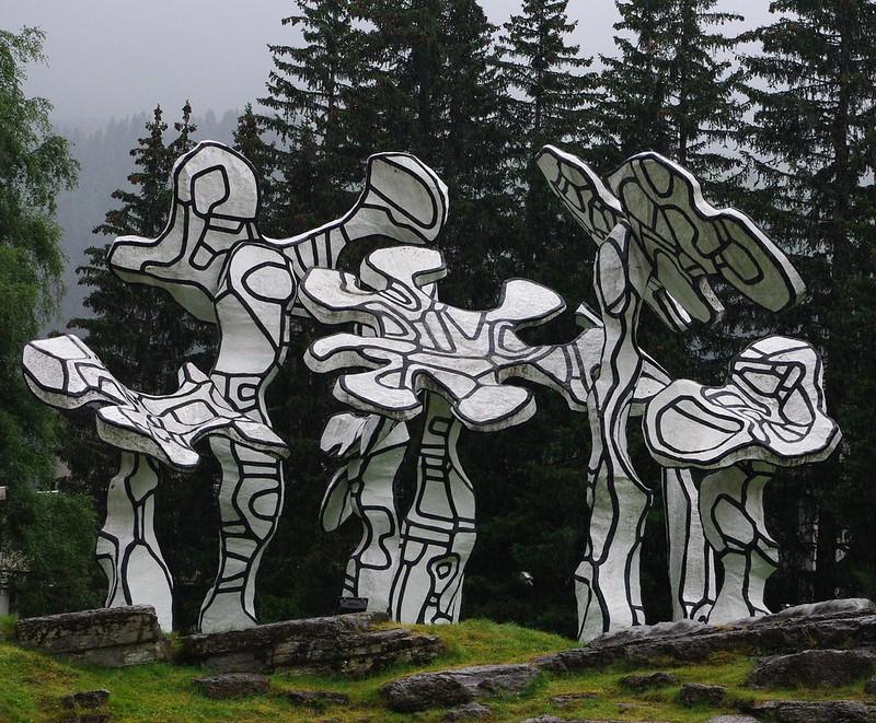 """Flaine: """"Le boqueteau des 7 arbres"""" par Jean Dubuffet"""
