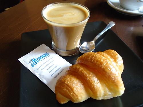 Ojos Negros (Teruel) | Panadería Rubio | Croissant y cortado