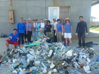 2012年暑假志工在澎湖東西嶼坪撿到大量的塑膠垃圾