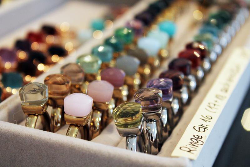 12fc0bcd8802d Wer den Weinmarkt in Nürnberg und den dort ansässigen Perlenmarkt kennt  wird mit Sicherheit auch schön öfter am Schaufenster des ...