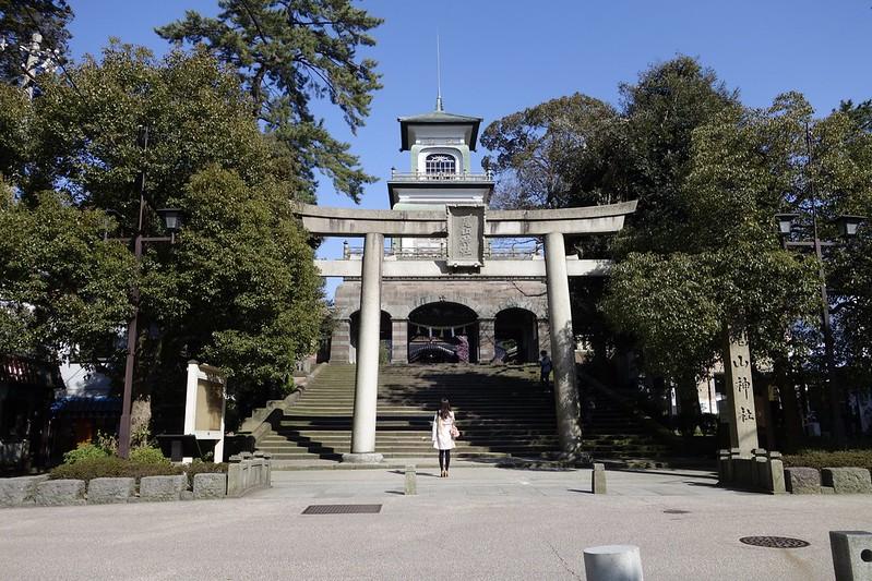 春を行く8 尾山神社