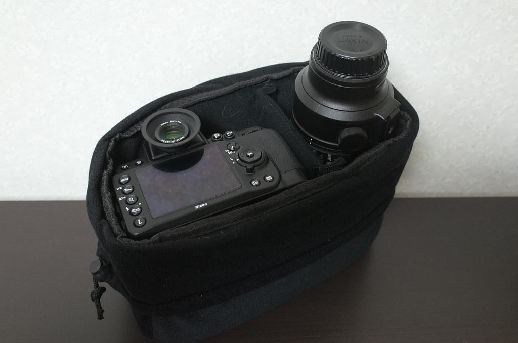 カメラと望遠レンズが収納可能