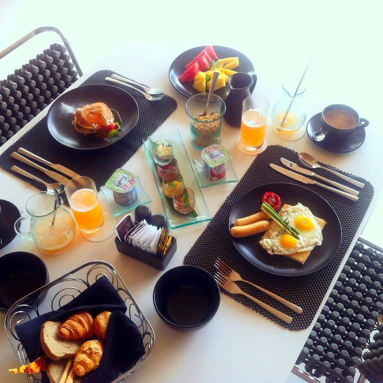 Desayuno en One Eleven Bali (indonesia) Equipamientos que hacen más fácil nuestra estancia de vacaciones - 16893723986 6f4d926320 b - Equipamientos que hacen más fácil nuestra estancia de vacaciones