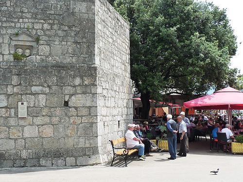 Městečko Krk: Sestup do baru Volsonis o 2000 let zpět