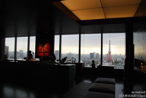 接待櫃檯後面也可以看東京鐵塔