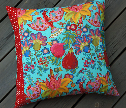 Red-dog-cushion-complete-back