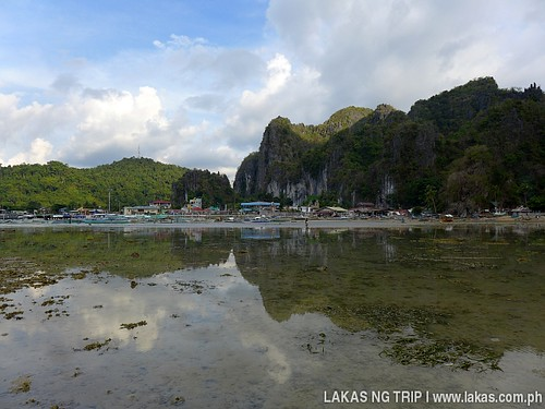 View of the town of El Nido from Yaposan Beach. My route is just straight ahead.