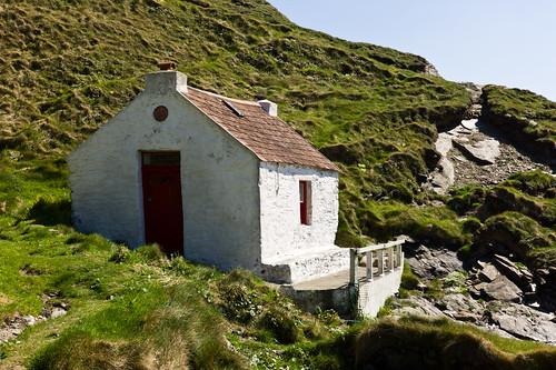 leica roof light sky grass stone island coast rocks shadows stones cottage ruin rangefinder mann derelict isleofman manx niarbyl summicron50mm ellanvannin leicam9