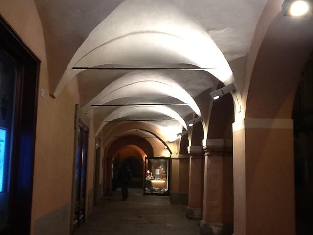 <p>Illuminazione portici con lampade a scarica</p>