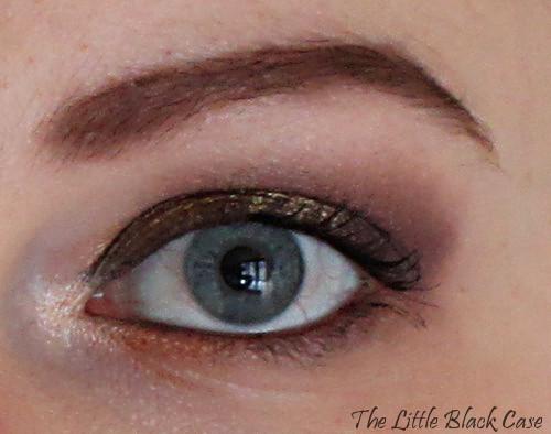 As a Brunette: oeil gauche ouvert