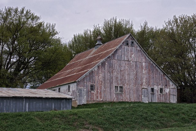 Winneshiek County Barn