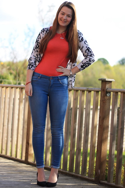 OOTD, outfit of the day, monochrome floral cardigan, red t shirt, jeans, heels