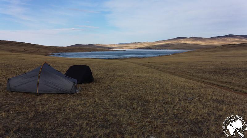 Bivouac dans la steppe de l'île d'Olkhone