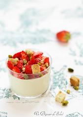 Bavarois pistaches aux fraises et crumble