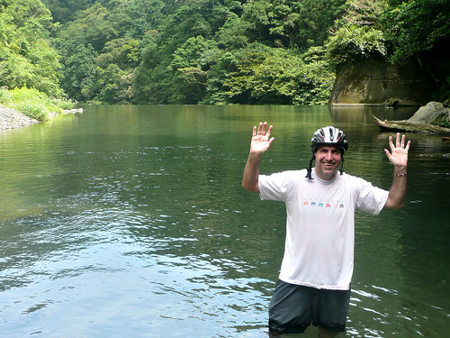 Taking a Dip in the Tonghou River (桶后溪)